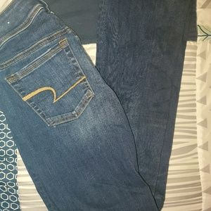 2 pairs of blue jeans